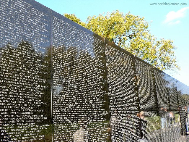 Vietnam Wall : The Wall, the Screen, and the Image: The Vietnam Veterans Memorial ...